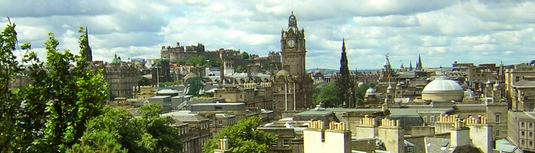 Skyline Edinburghs vom Calton Hill (LDamskis)