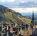 Edinburgh Stadtsilhouette gegen Arthur's Seat (Bild: Saskia van de Nieuwenhoff/flickr, bearb MSchmidt)