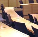 Hörsaalbänke (Bild: wikyintheuk/flickr, bearb MSchmidt)